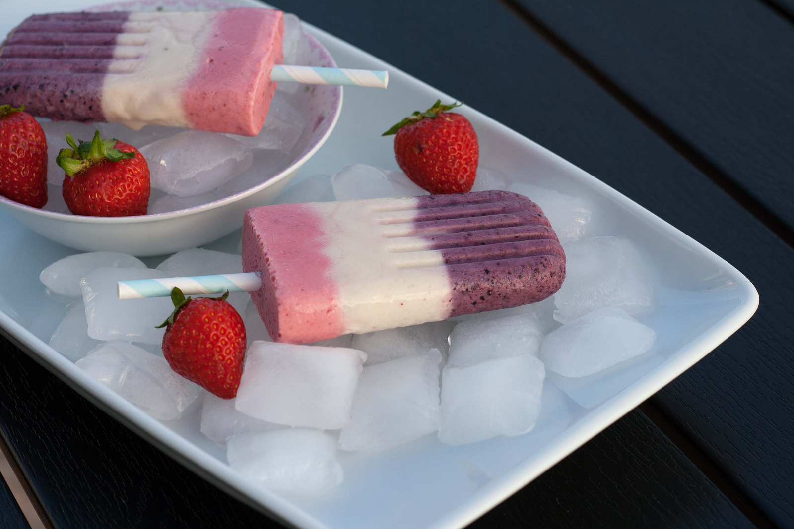 Popsicle with Greek Yogurt and Berries