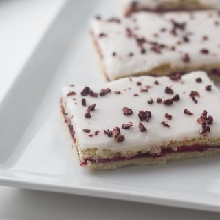Danish Blackberry Cakes (Brombærsnitter)