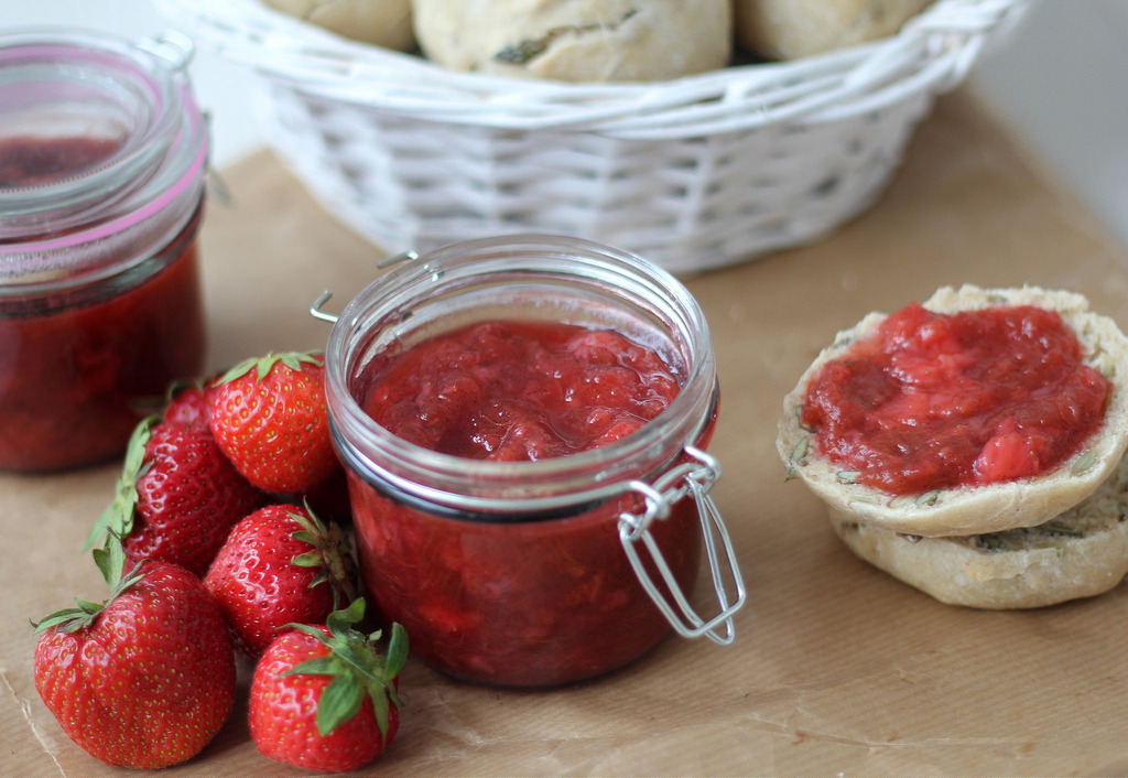 Recipe for Homemade Strawberry and Rhubarb Jam