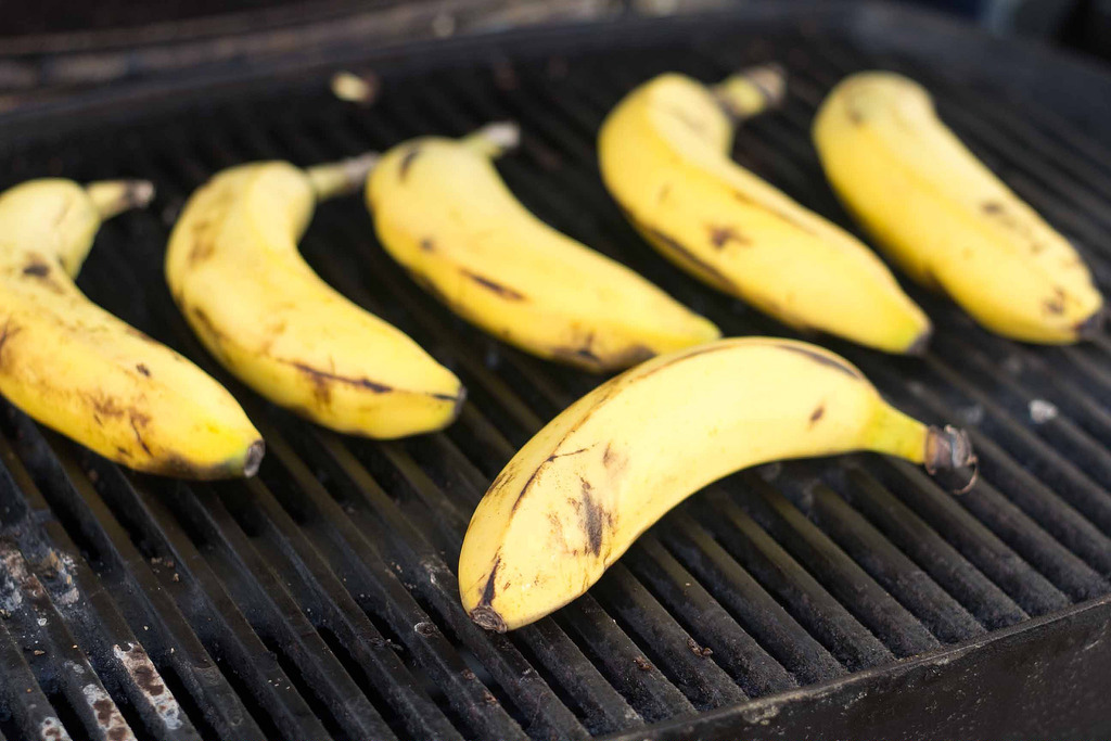 Recipe for Grilled Banana with Vanilla Ice Cream and Chocolate Sauce