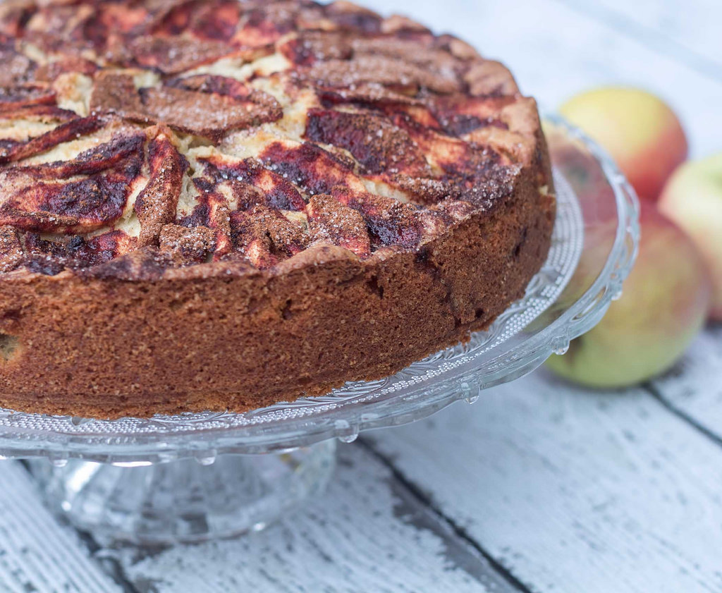 Recipe for Nordic Apple Cake with Cinnamon