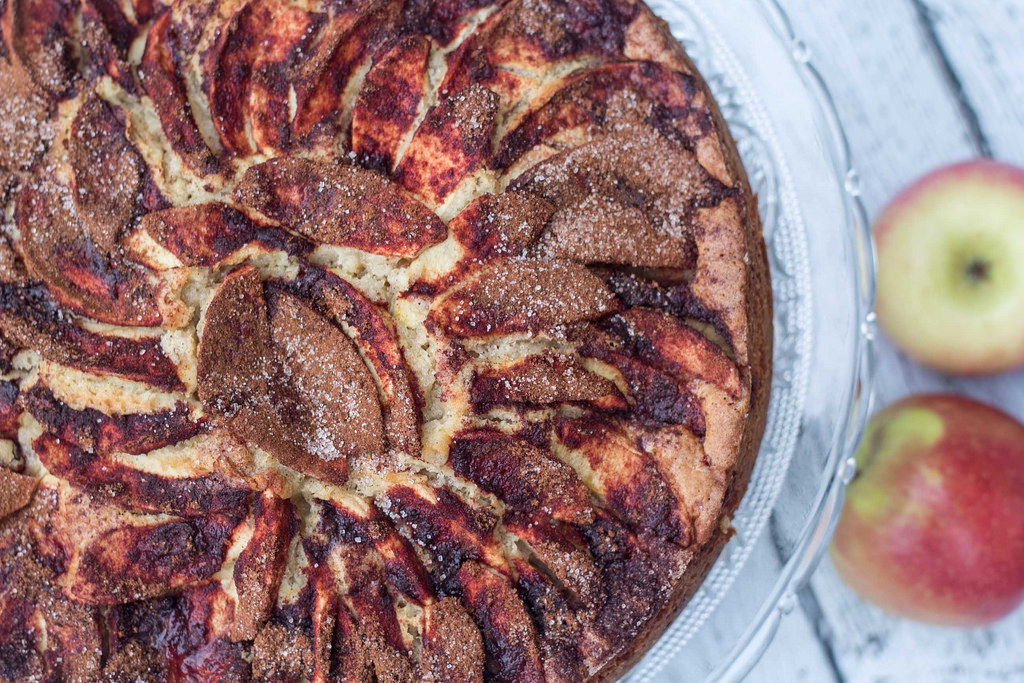 Recipe for Nordic Apple Cake with Cinnamon