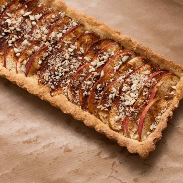 Recipe for Nordic Apple Pie with Marzipan, almonds and cinnamon