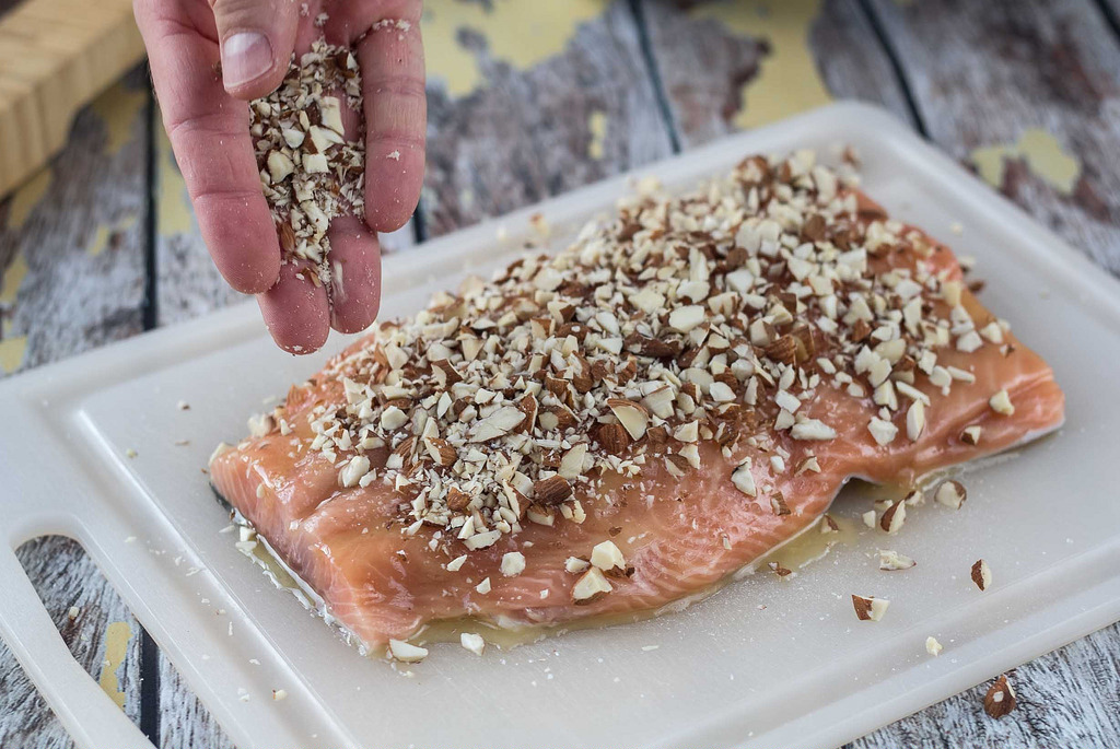 Recipe for Nordic Baked Salmon with Honey and Almonds