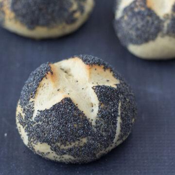 Recipe for Danish Breakfast Buns (rundstykker)