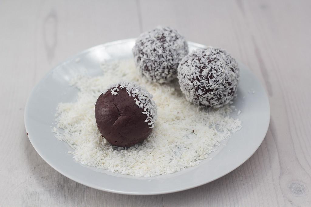 Recipe for homemade Danish Rum Balls (Romkugler)
