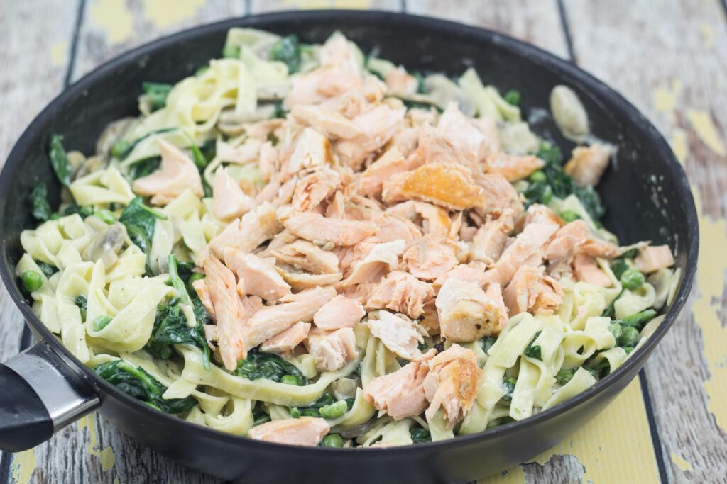 Recipe for Homemade Fresh Pasta with Spinach and Salmon
