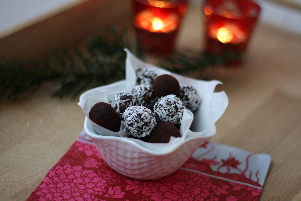 Recipe for homemade Danish Havregrynskugler (Danish Cocoa oat balls)