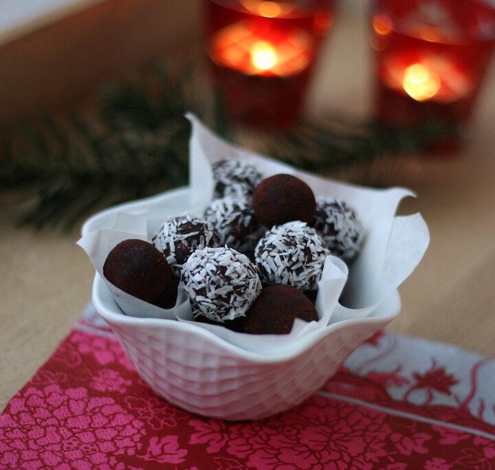 Recipe for Danish Cocoa Oat Balls (havregrynskugler)