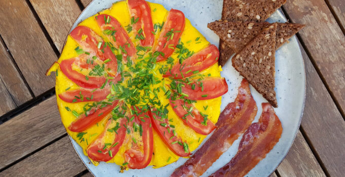 Tomato and Chives Omelet