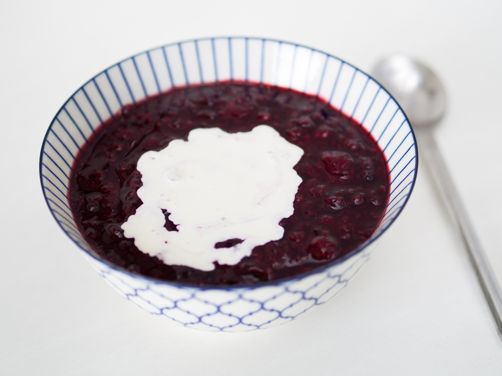 Recipe for Danish Red Berry Pudding (Rødgrød med fløde)